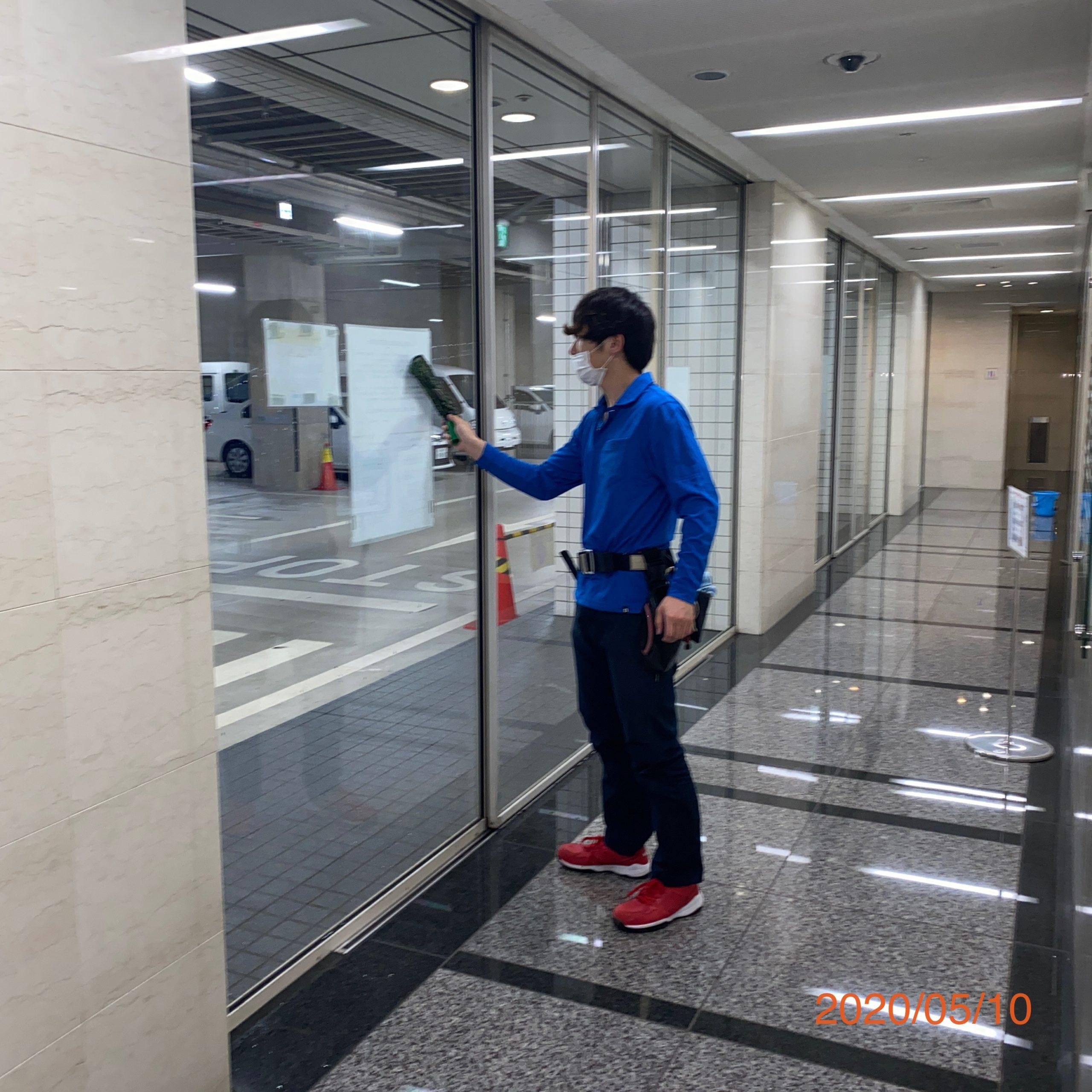 都内のガラス清掃・鳥よけ対策・外壁補修   Inspirate合同会社